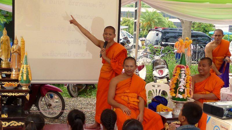 Moines engagés / Laos - © A. Eon